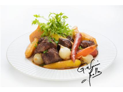 Braised beef in cranberry juice with root vegetables (created by Giovanni Apollo)